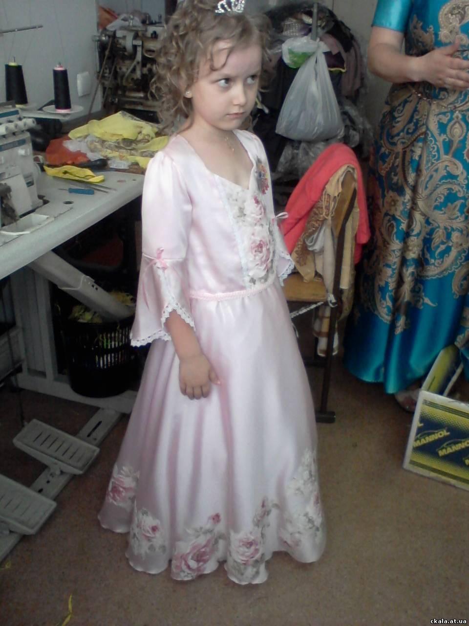Мама сшила дочке платье трансформер 50